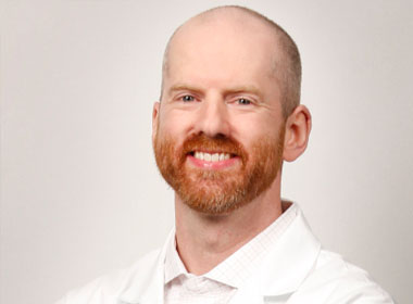 Dr. Adam Smith Focuses on Recovery Time and Reducing Pain